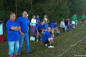 Zleva: majitel klubu, hlavní sponzor, Pavel, Práša, Míra, Petr...