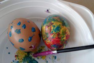 Barvení a malování vajíček